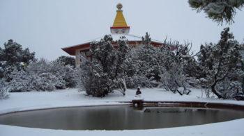 Stupa-Pool-Snow-e1476123818178